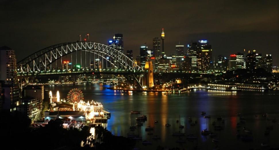 Sydney_Harbour_night_skyline.jpg